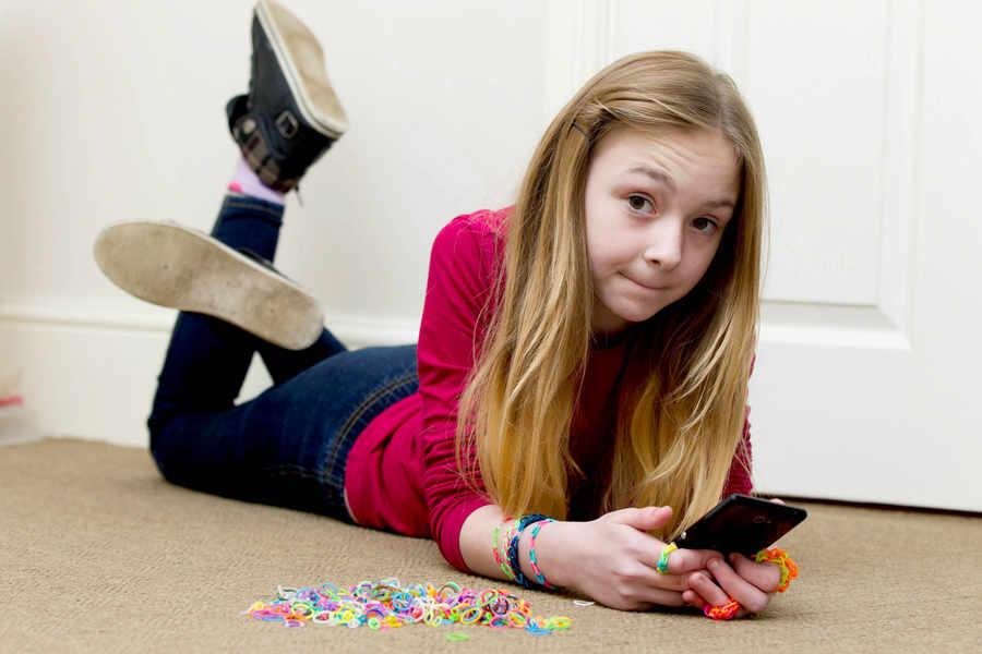 10-year-old runs up £1,792 phone bill downloading loom band videos ...