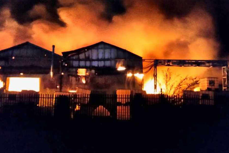 Wolverhampton factory fire: More than 100 firefighters tackle huge blaze - PICTURES and VIDEO | Express & Star